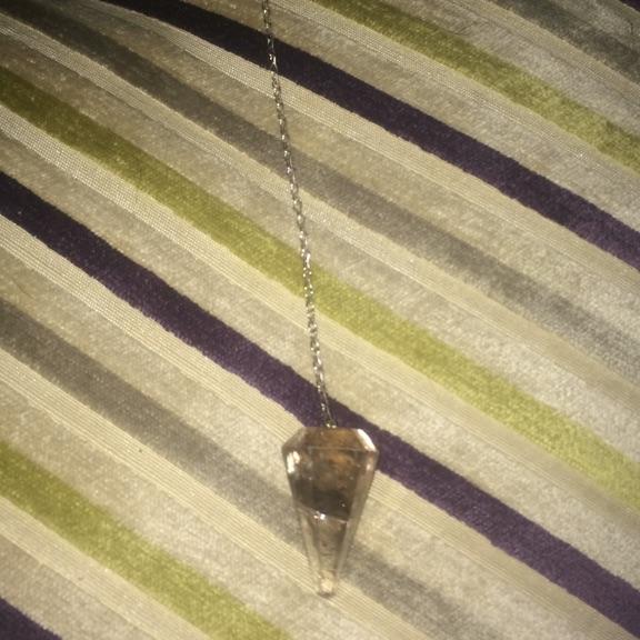 Quartz pendulum with bag