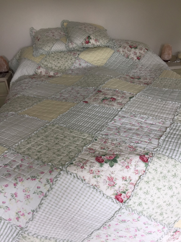 Bed quilt/throw