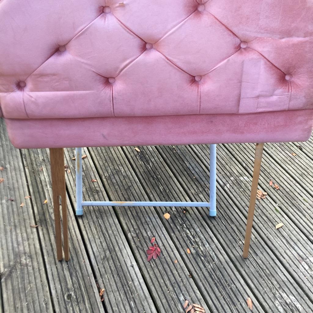Single bed pink headboard