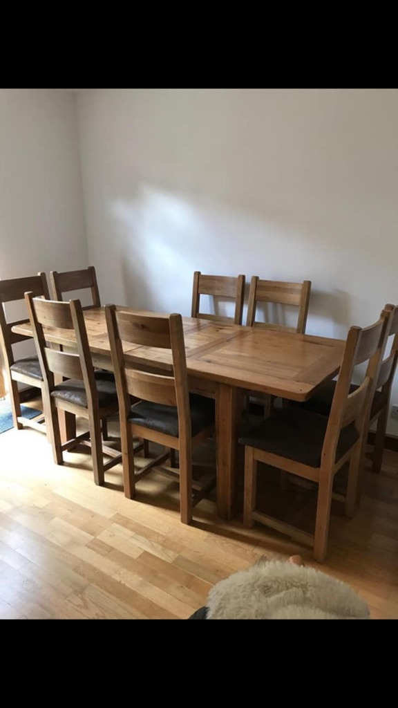 Chateaux extending oak table with chairs