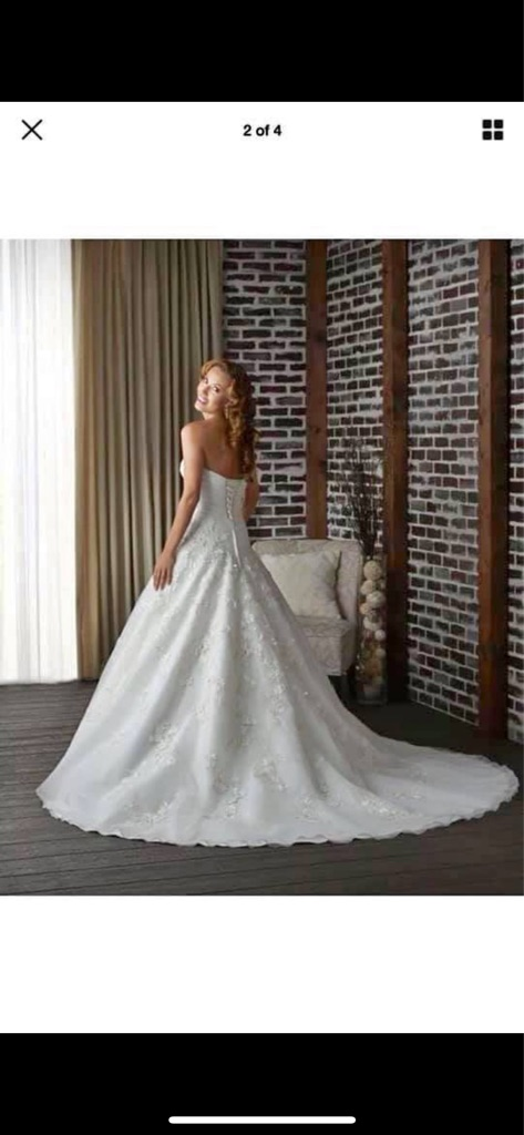 Brand new wedding dress size 14 to 18