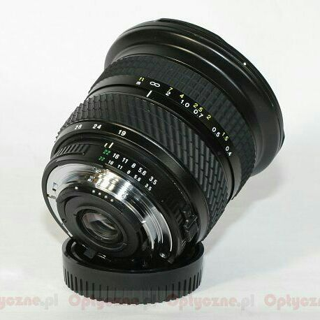 Tokina 19-35mm f/3.5-4.5 AF for Canon