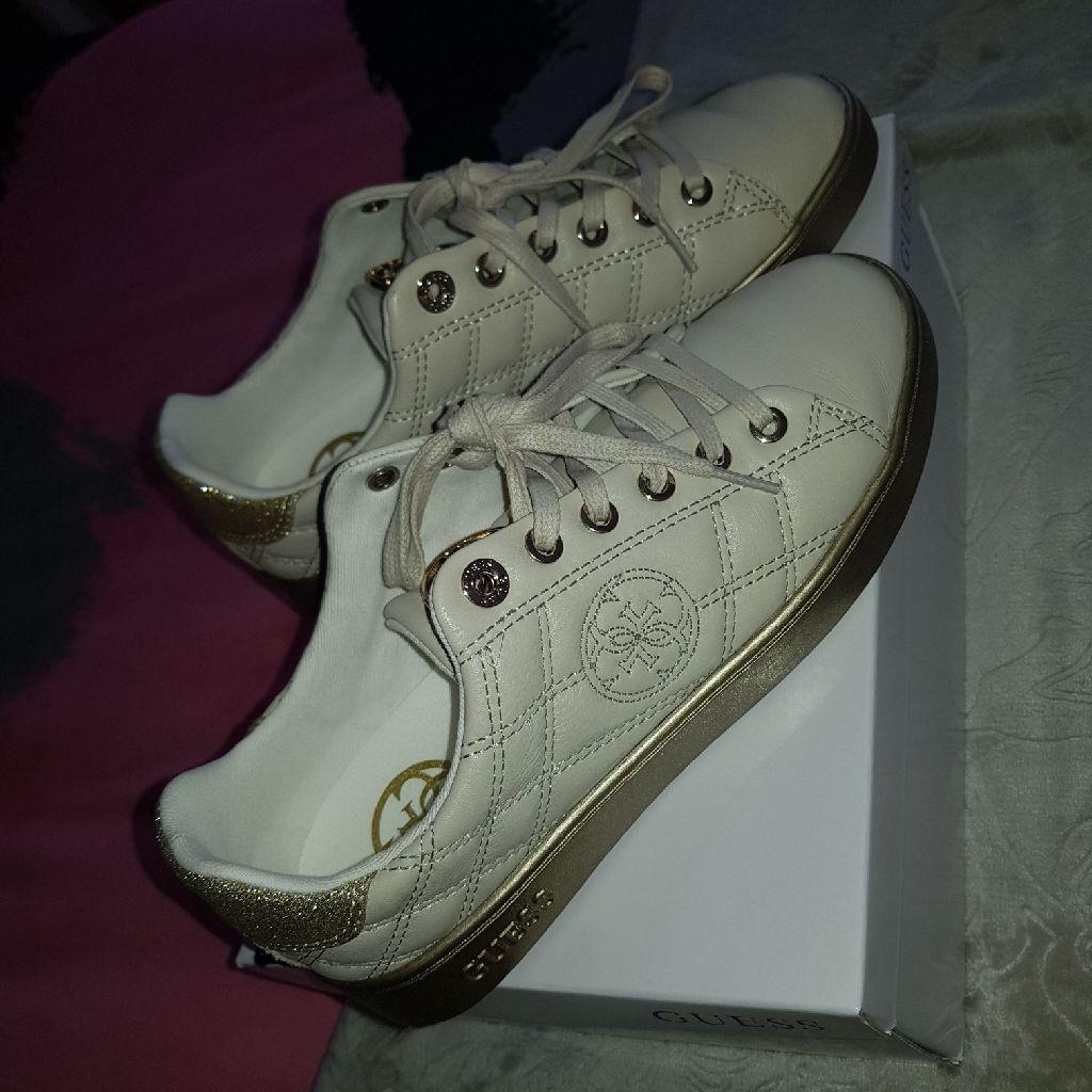 Womans guess shoes