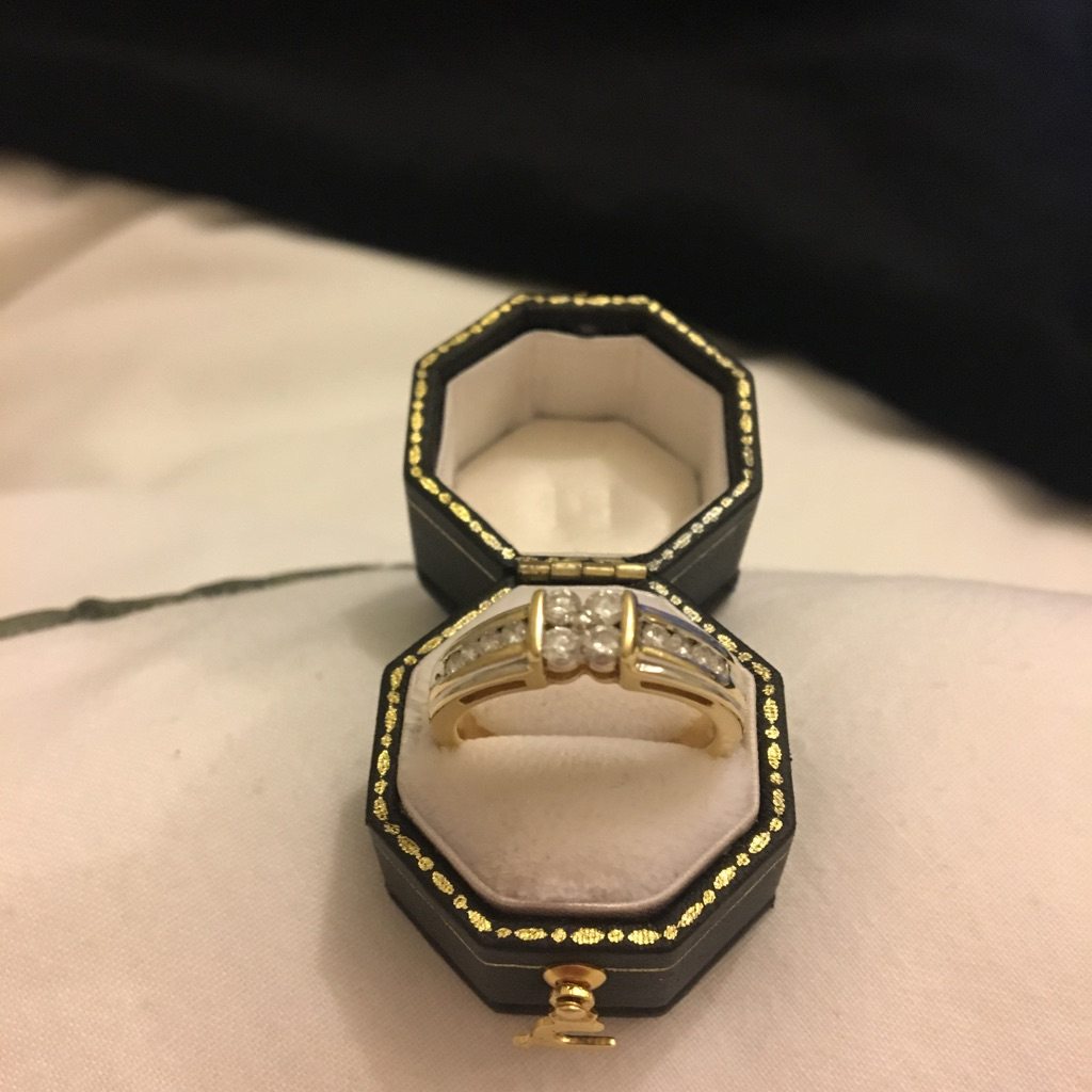 18 Caratt Gold Diamonds Ring