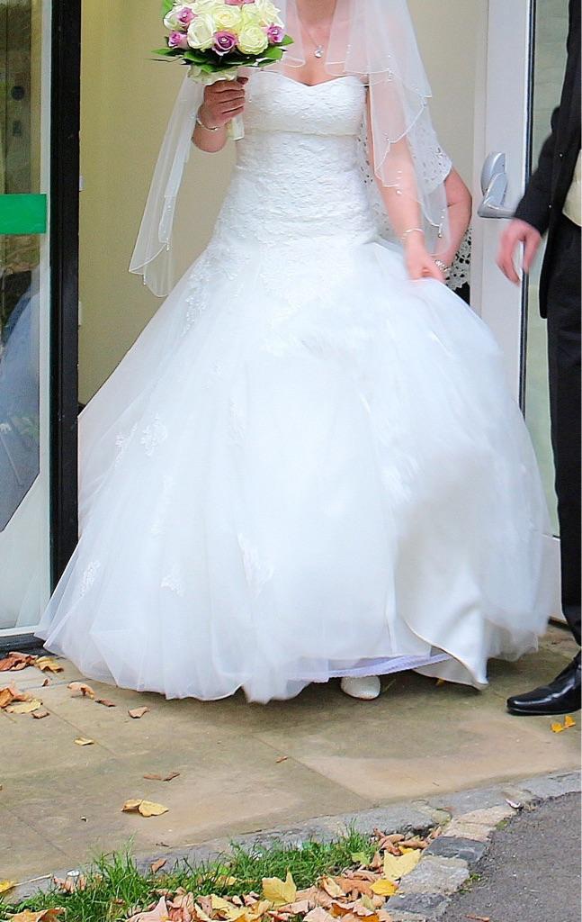 Anna Sorrana ivory wedding dress