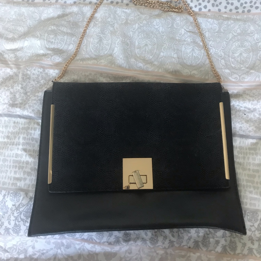 Go out black hand bag