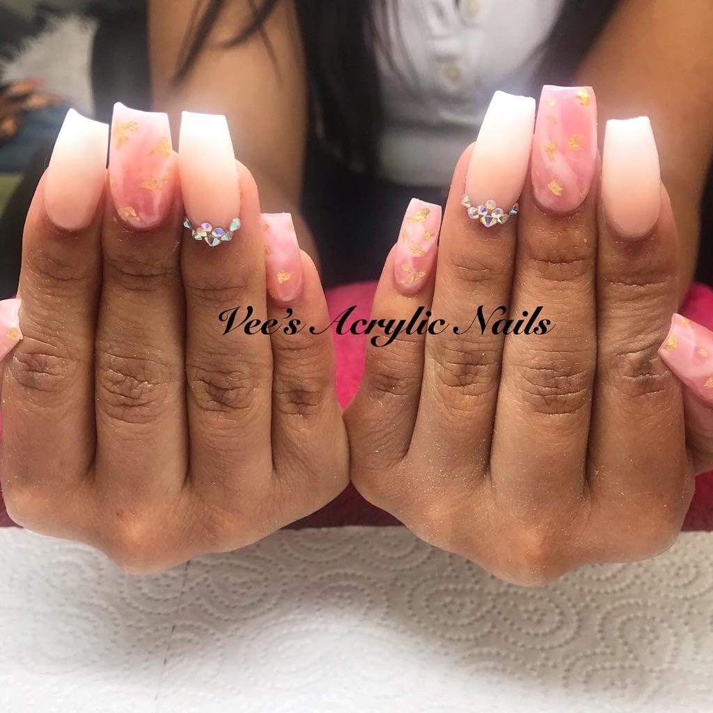 Vee's Acrylic Nails