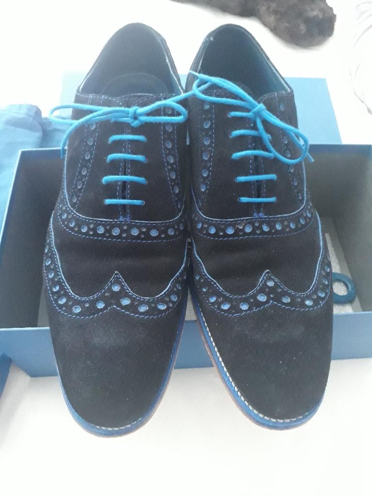 Men's size 9 Barker shoes