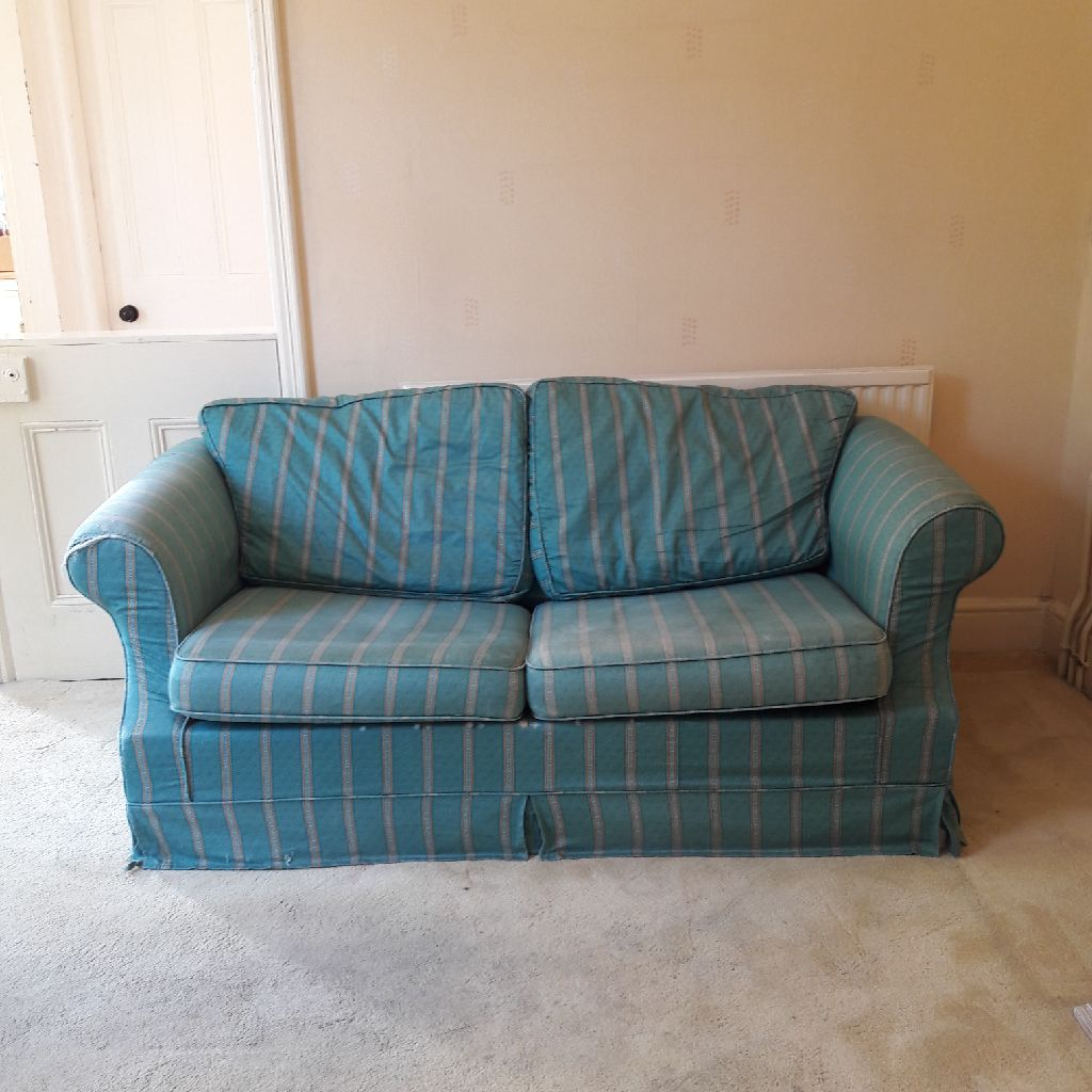 Laura Ashley cottage couch/bed with materass