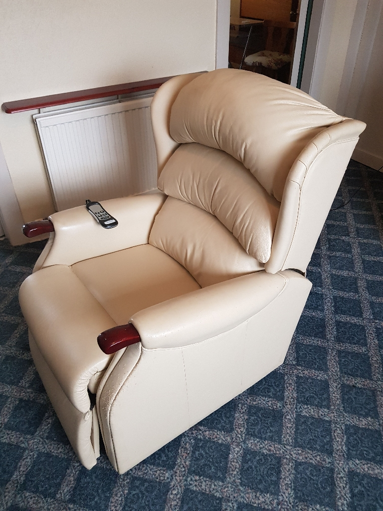 Electric recliner riser chair