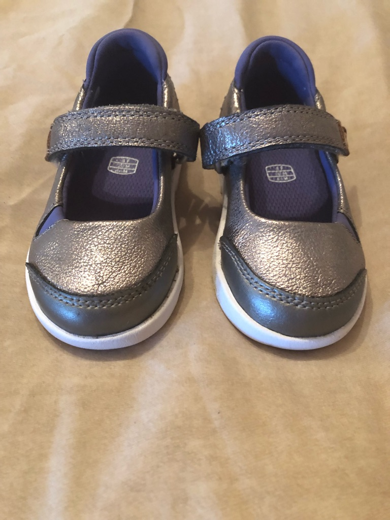 clarks size 4 girls shoes
