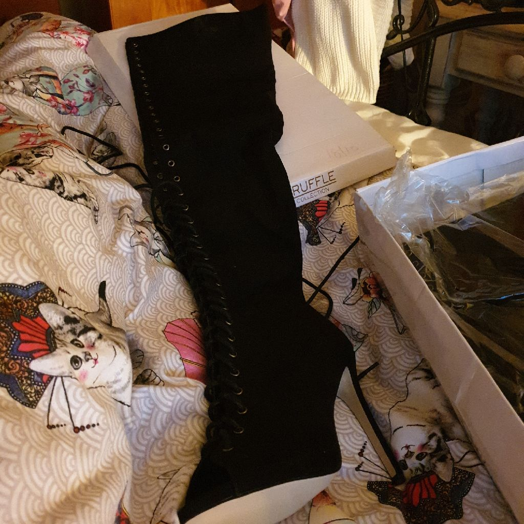 Long lace boot heels