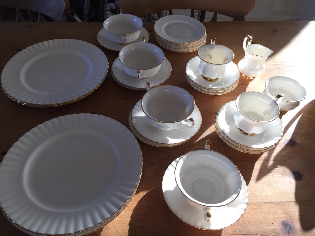 Royal Albert dinner set