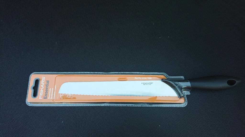 Fiskars Essential Bread Knife