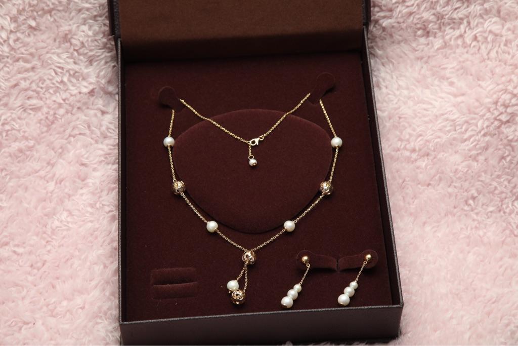 18 carat Gold & Pearl jewellery set