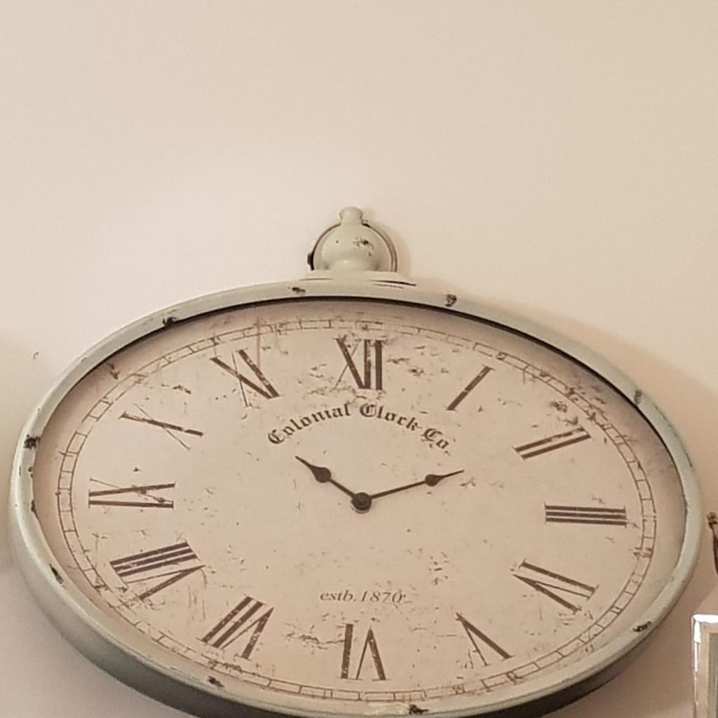 Shabby chic statement clock