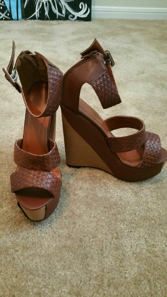 Brand new size 9 wedges