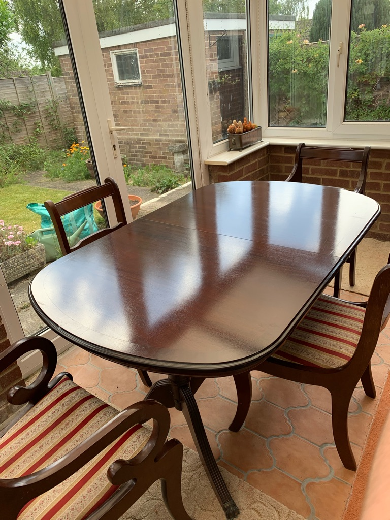 Dining room expandable table and chairs