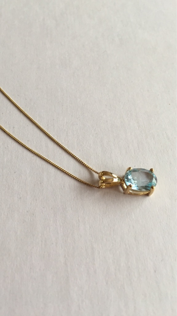 2ct Sky Blue Topaz Yellow Gold Pendent with Gold Chain.