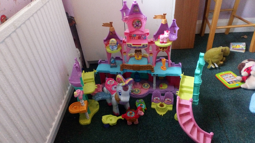 Kids plastic play castle