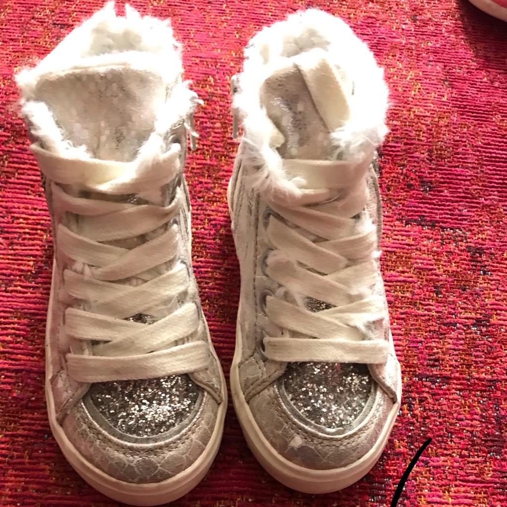 Infants Trainer Boots Size 6