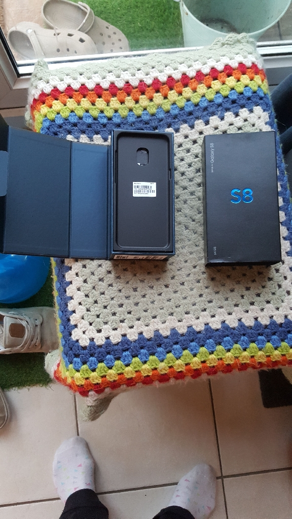 Samsung S8 with EE in used condition with box