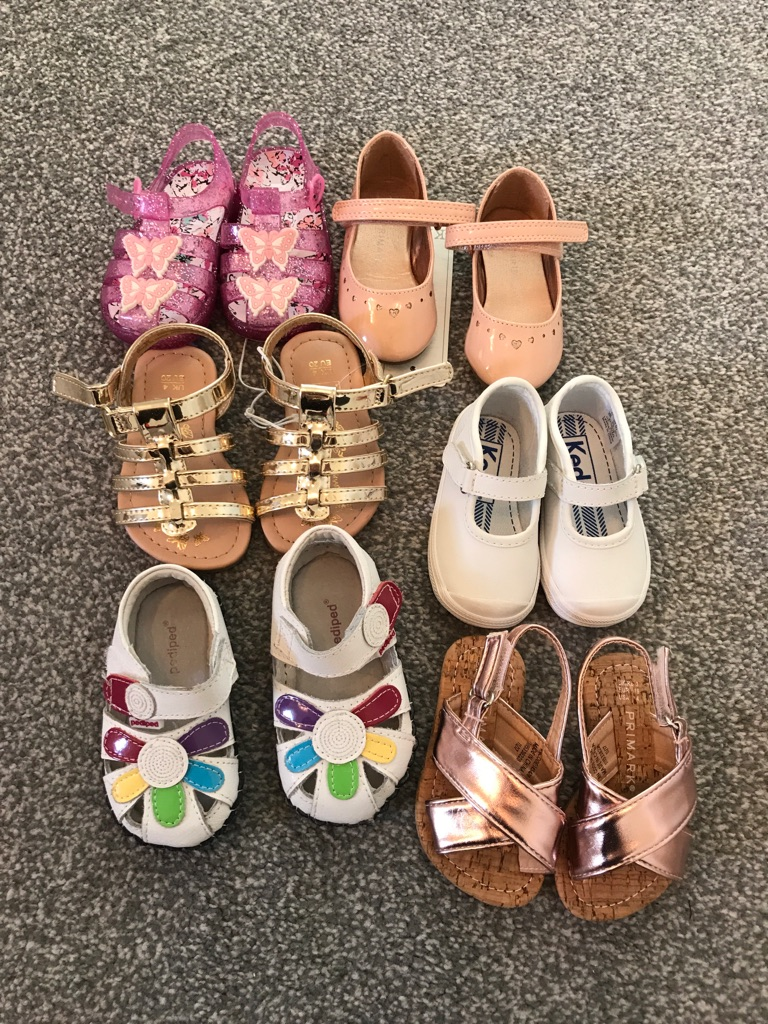 Various pairs of girls shoes (3-4)