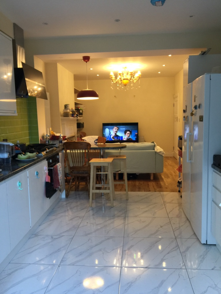 Big Double Room renting near Finchley Central station