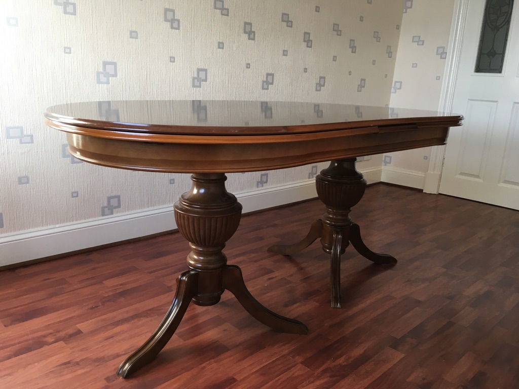 Mahogany extending dining table & 8 chairs