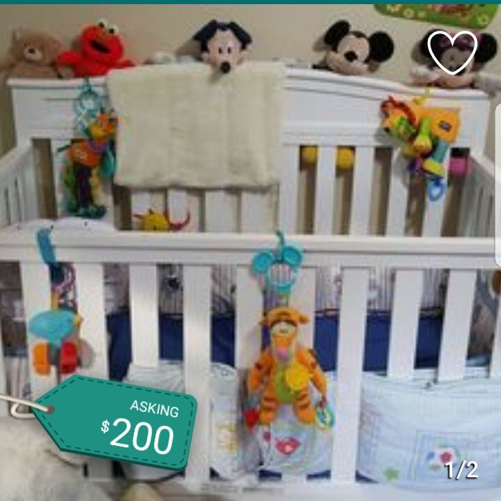 White crib with matress and all toys included