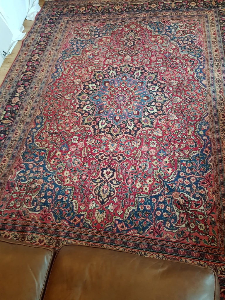 Very large Persian style rug. 375 x 270cm.
