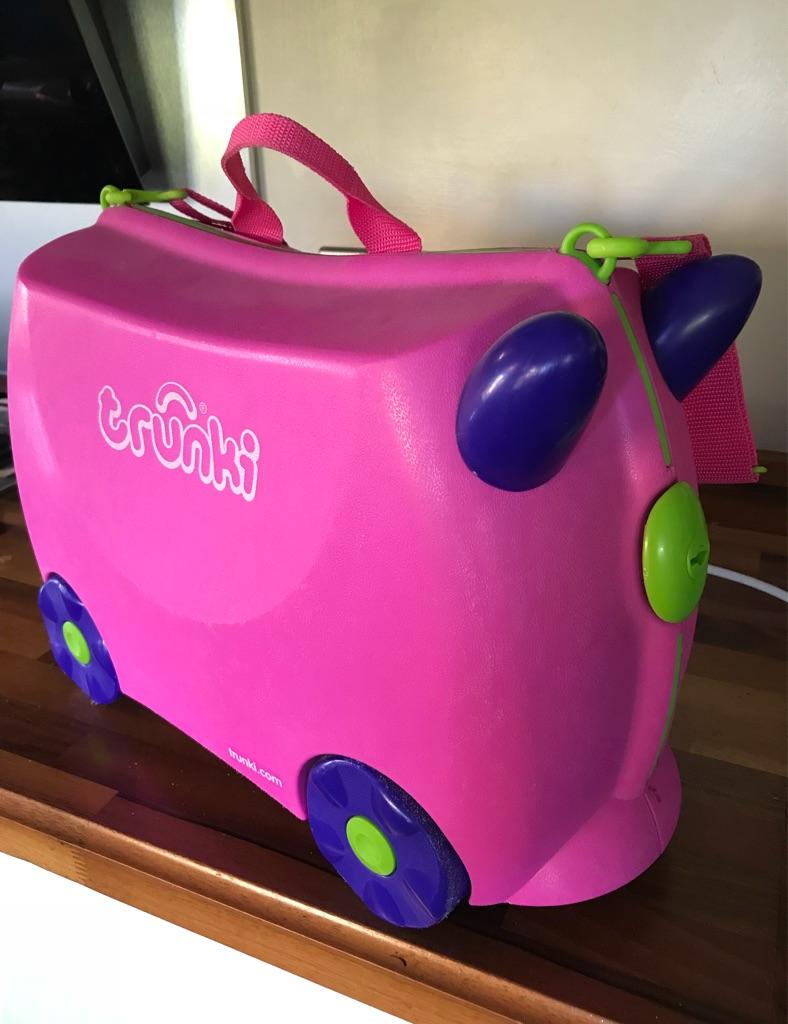 Pink trunki suitcase