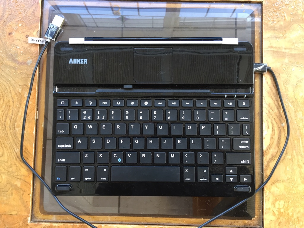 iPad keyboard and cable ANKER brand