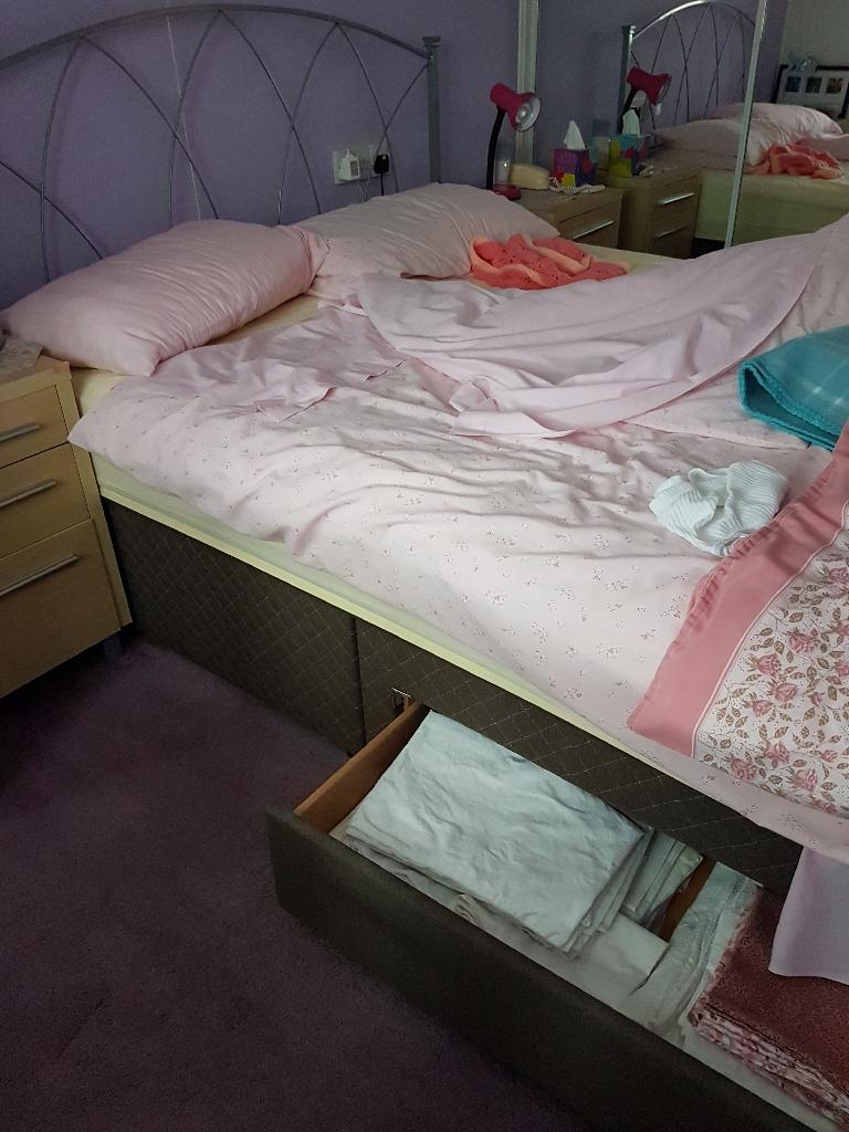Bed king size divan