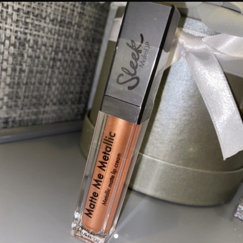Sleek matte metallic lip cream