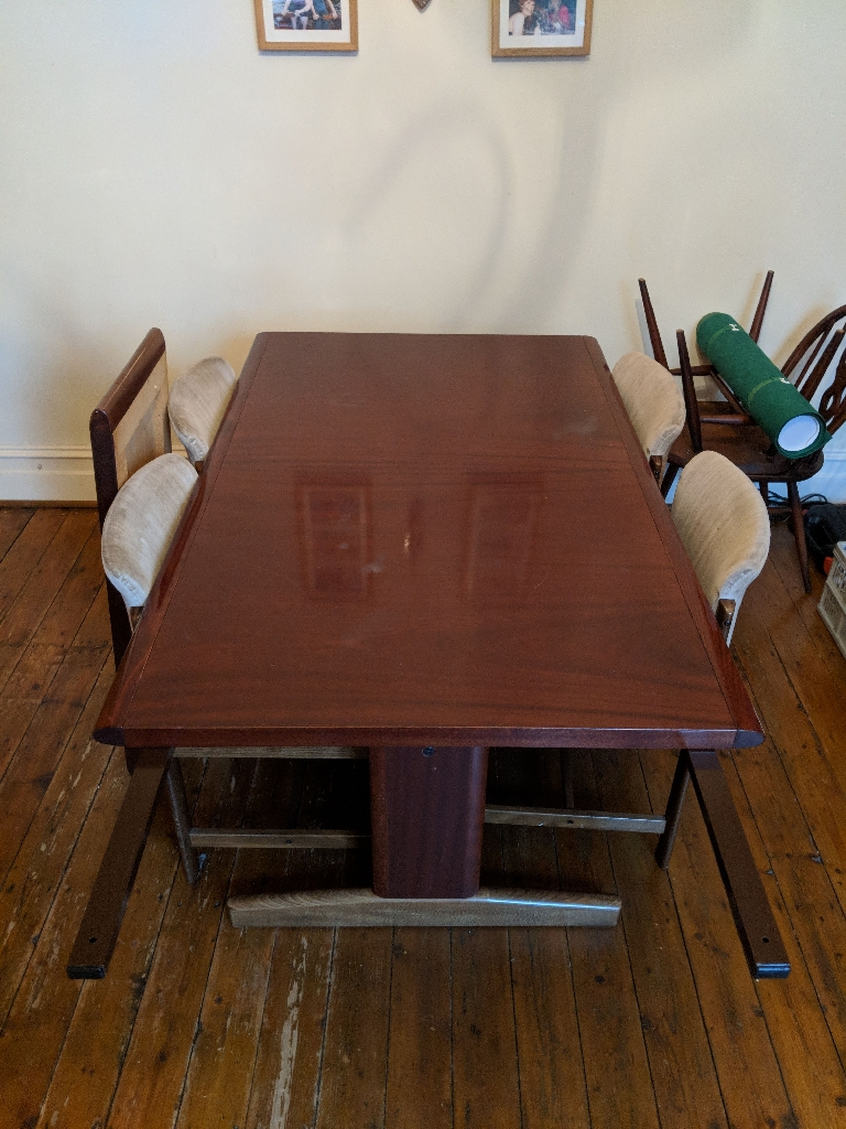 Extendable dining room table and 4 chairs (Ulferts)