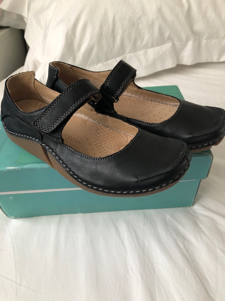 Clark's Brand New Boxed Fabulous Flex Dolly shoes size 4.5