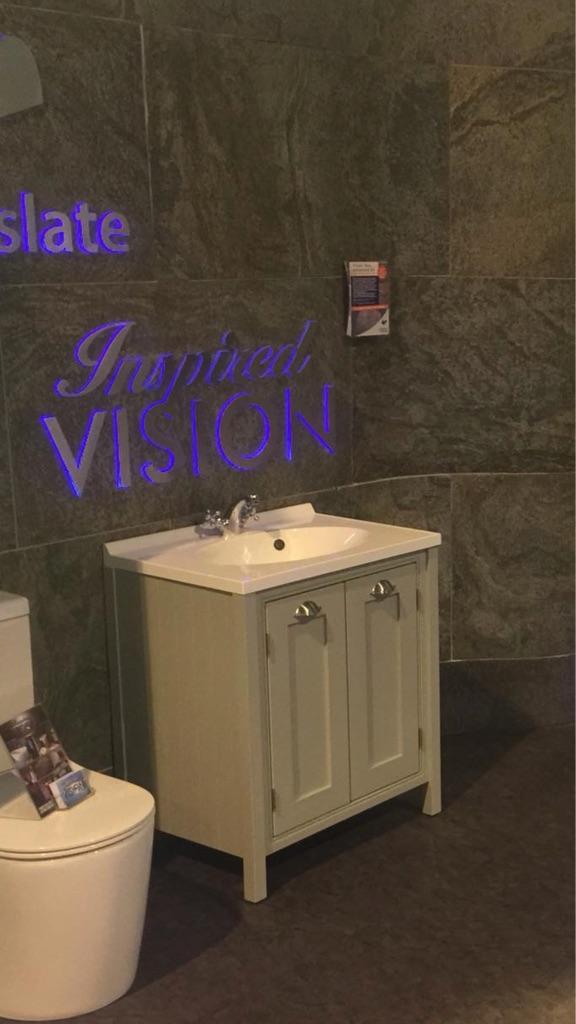 Pistachio vanity unit with basin
