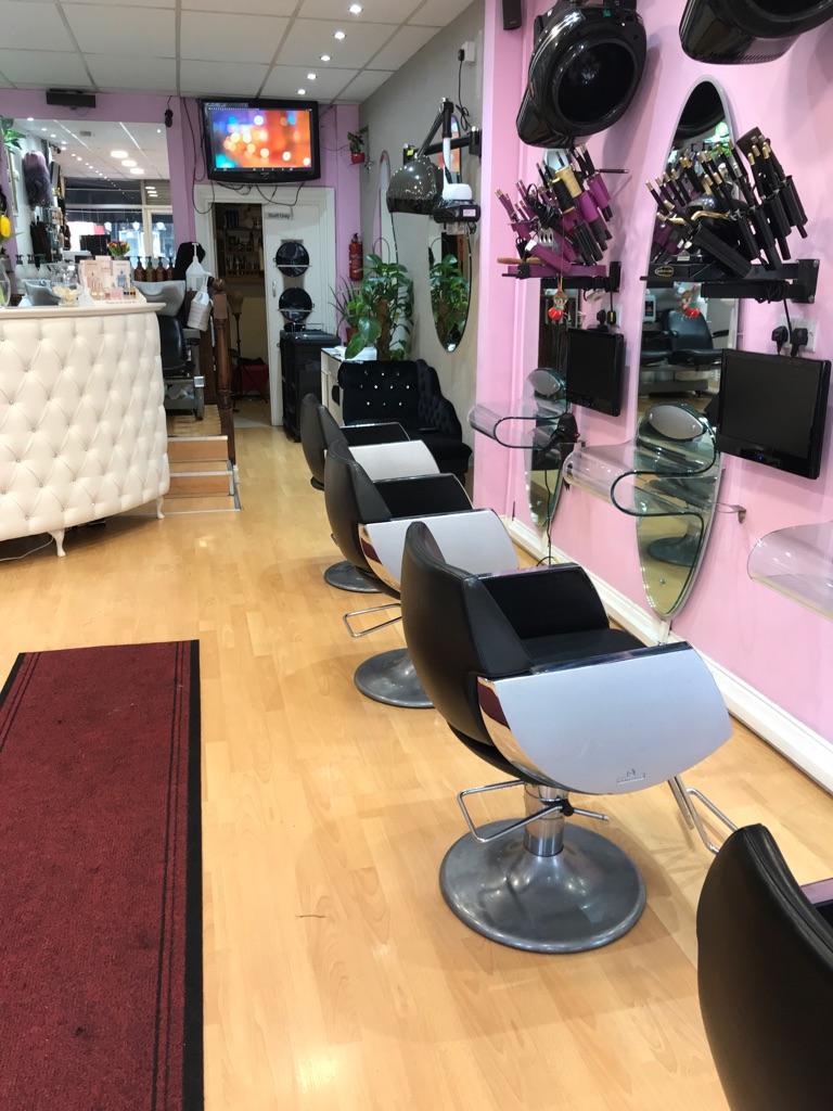 Salon space tolet