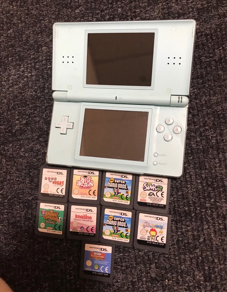 Nintendo DS Lite / 9 Games / Charger
