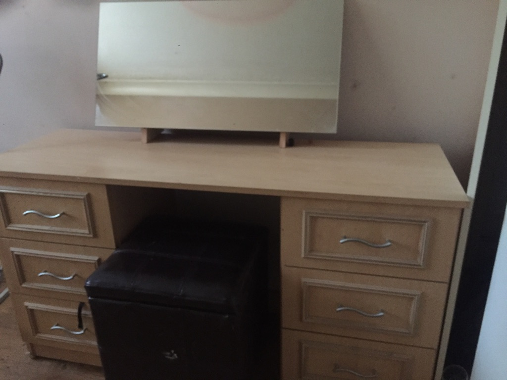 Light wood dressing table mirror and stool