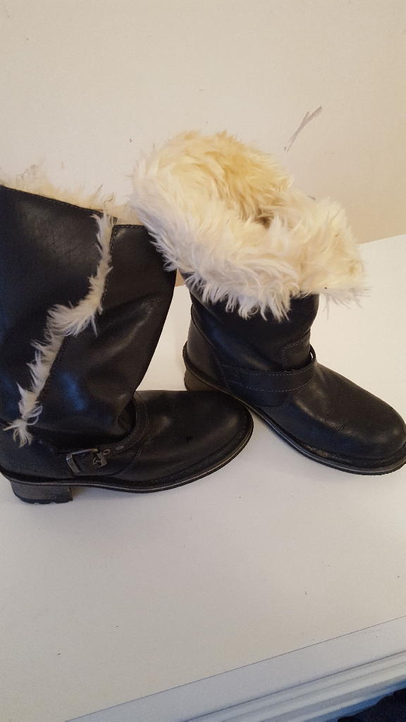 black fur lined boots size 3