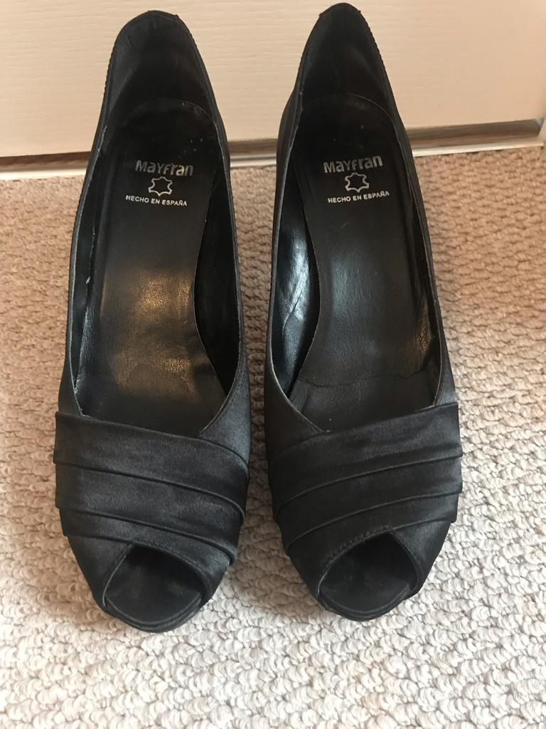 Women black shoes