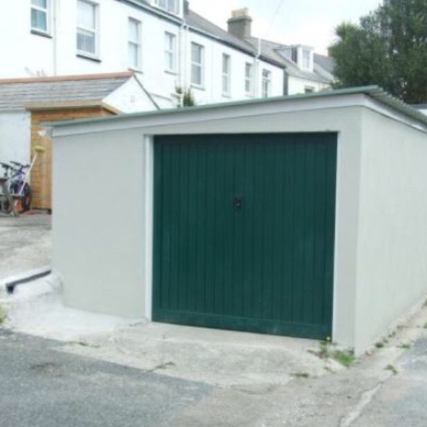 Large Garage to Rent in central Falmouth