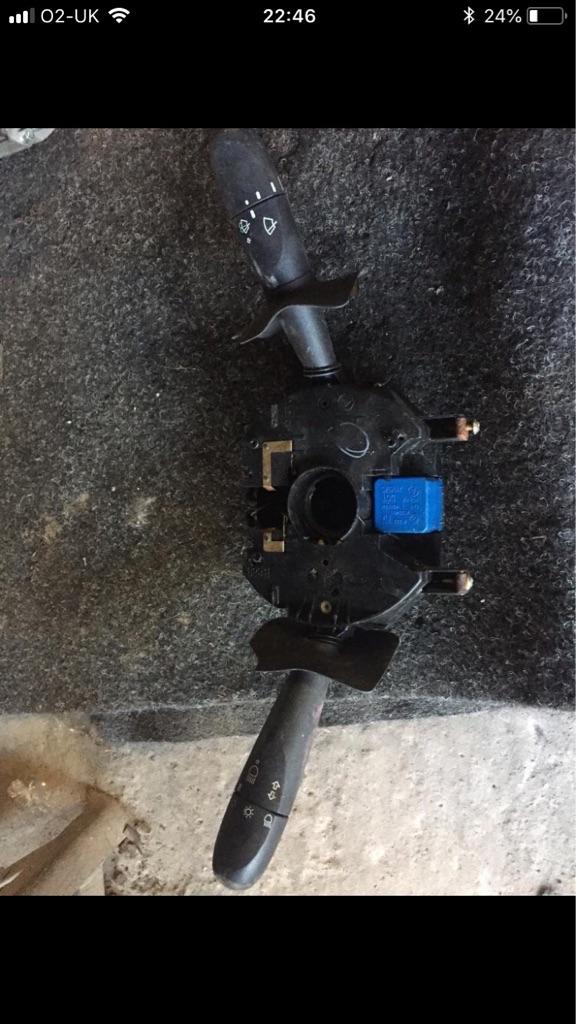 Indicator and wiper stalk controls switch