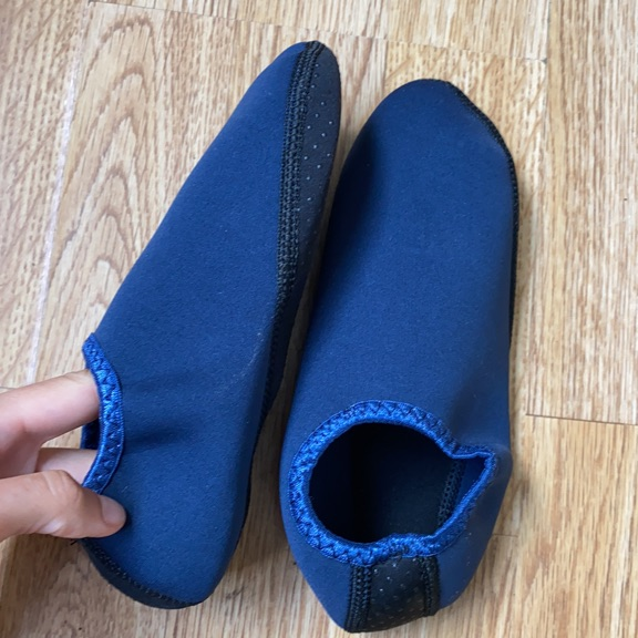 (NEW) SIZE 4 UK Scuba diving shoes - stone beach walking shoes