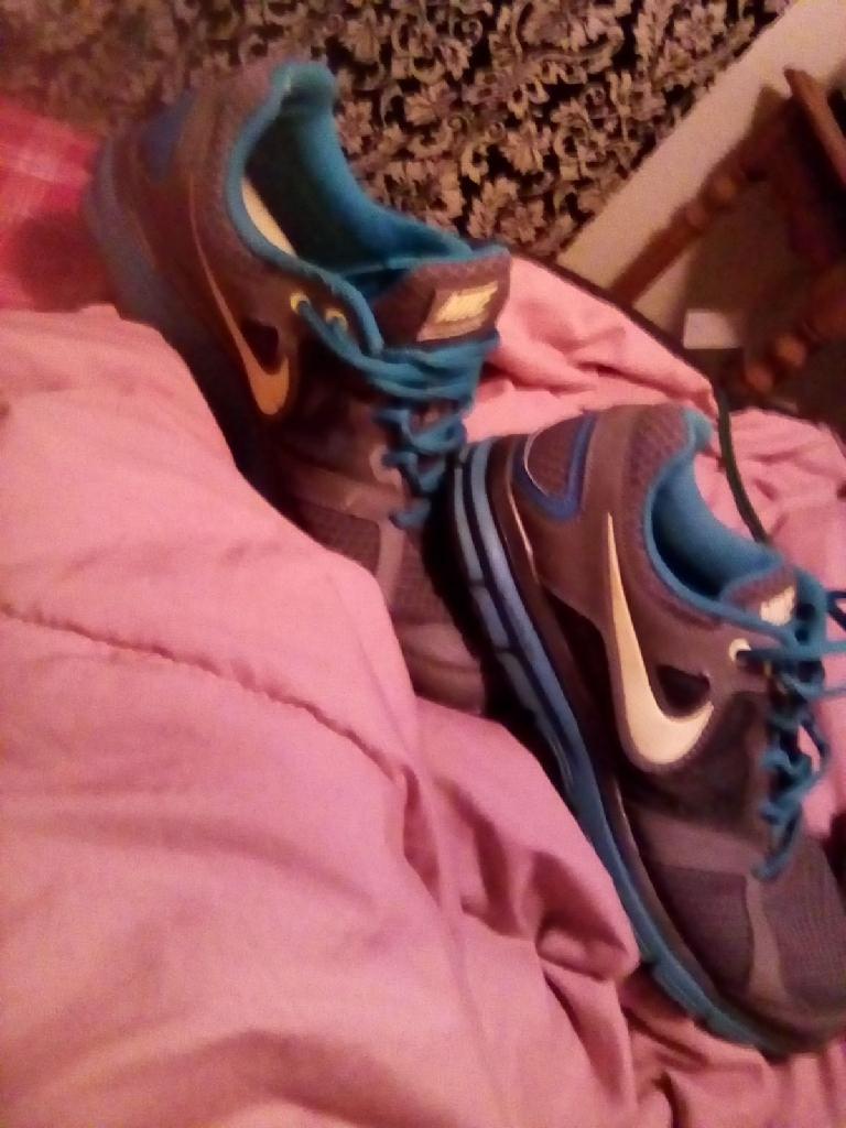 Teens girls Nike shoes for women 6\half