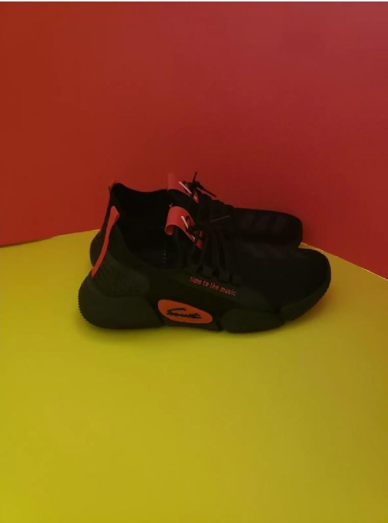 Fashion unisex sports sneakers 7 , 7.5 , 8 ,8.5, 9