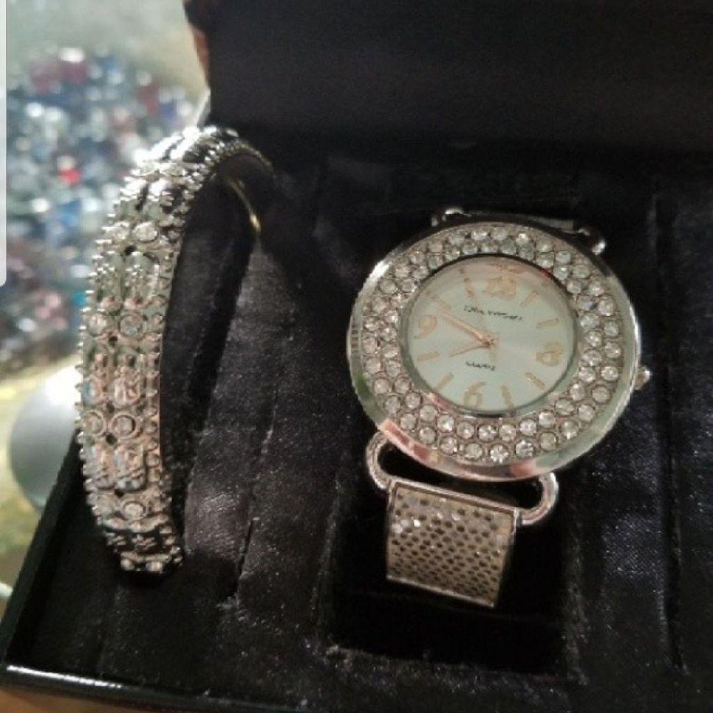 Sofia Vergara watch and bracelet