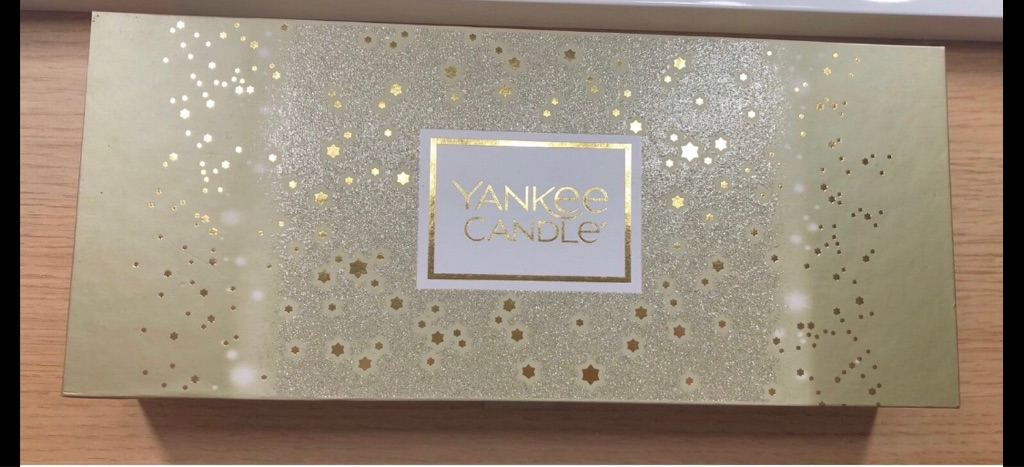 Gold Yankee candle box set with 10 tea lights